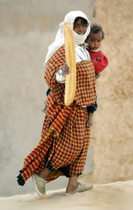 tunisia woman and baguette